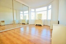 ***MODERN 1/2 BEDROOM FLAT ON UPSDELL AVENUE, PALMERS GREEN N13***