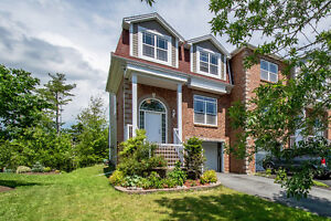 39 WINDSTONE Close Bedford $349,900