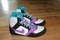 NIKE DANCE SHOES - Size 7 - *NEW*