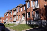Metro Du college 3 bedrooms inclu indoor parking available now