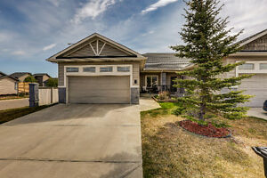 INCREDIBLE HOME IN 50+ GOLF COURSE COMMUNITY! Carstairs