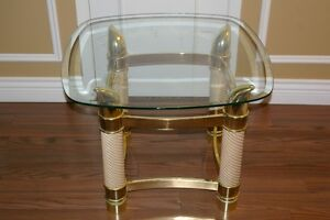 GLASS END TABLE West Island Greater Montréal image 1