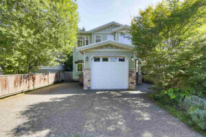 Two Level Beautiful Family home - 3 bed / 3 bath in Lynn Valley