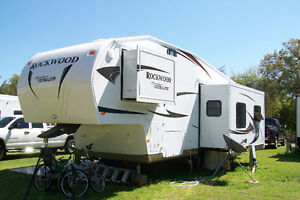 2011 Rockwood Ultra Light Fifth Wheel
