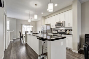 2016 TOWNHOUSE - MODERN Finishes - *** HUGE PRICE DROP ***