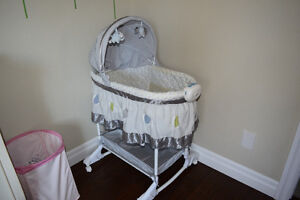 Bassinet Bily 2-in-1 in excellent condition