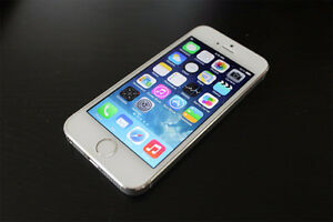 White iPhone 5S 16GB Fido + SIM & Accessories