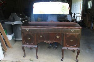 Antique dining room set - Shediac area.