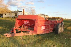 Manure Spreader- 595 Case Inter
