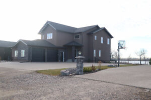 Lake Front, 2 storeys, walkout style…a breath taking home!