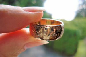 Gorgeous Hand Carved 14k Yellow Gold Ring 7.2 grams, size 7