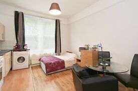Spacious Studio Flat in West Kensington, Available from mid January. Close Transport Links
