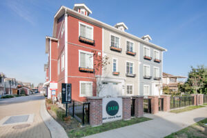 3 Yr Old Large Open Concept 3 Bed+Den Townhome Central Richmond