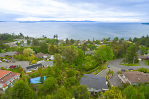 Gorgeous Cordova Bay Home with 2-Bedroom Legal Suite