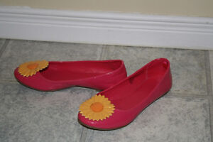 Girl's pink flower shoes, new  - size 3