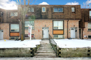 UOIT/ DURHAM COLLEGE! Condo townhome close to schools!