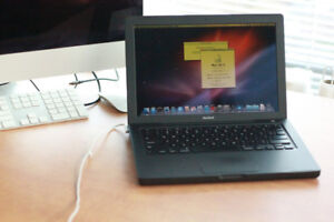 "MacBook 13"" Early 2008 - Black – Core 2 Duo – 750 GB HDD"