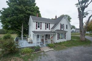 2+ ACRES/4 BD/COUNTRY KITCHEN/BARN FOR HOBBY FARM IN WATERVILLE