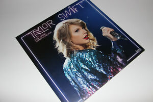 TAYLOR SWIFT-COLLECTIBLE-2017 CALENDAR ALBUM (NEUF/NEW) C022