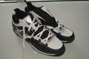 REEBOX Men's Size 15 US Cleats EUC Black & White BIG FEET