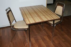 Apartment size table w/2 chairs