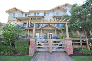 3 story Townhouse for sale in Surrey 3beds/3 bath