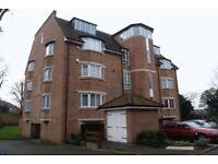 2 bedroom flat in Hoptree Close, Woodside Park, N12