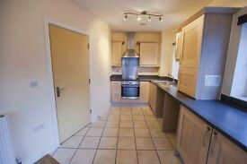 2 double bedrooms with ensuite in a 2 bed flat