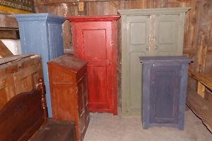 Lot d'armoires et meubles antiques et meli melo