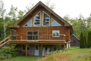 BEAUTIFUL LAKEFRONT Log Cottage on Loon Lake