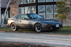 1983 Porsche 944 Coupe (2 door)