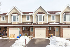 ORLEANS CONDO - GREAT BACKYARD - MOVE IN READY!