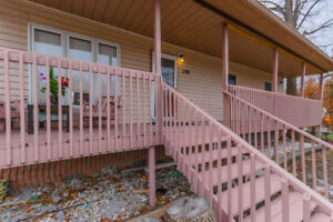 Beautiful Bungalow By The Beach (Innisfil)