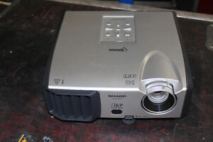 Projecteur Sharp PG-F212X