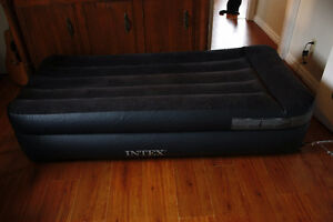 Brand new  INTEX inflatable mattress Twin/Double.