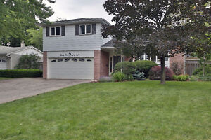 DETACHED OAKVILLE HOME WITH INGROUND POOL FOR SALE!