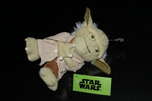 WALT DISNEY-STAR WARS-THE FORCE AWAKENS-YODA PLUSH (NEUF/NEW)