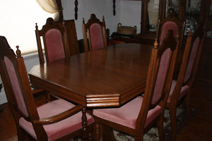 Solid Oak Antique Dining Table and Chairs