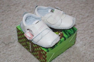 Outbak's Girls Leather Shoes size 6-9 months