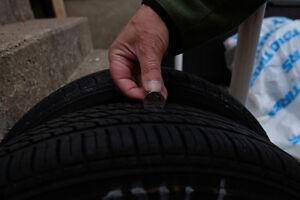 pneus  13 pouces montés sur jantes (rim)