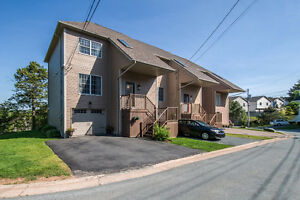 Charming Townhouse Overlooking Bedford!