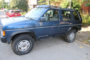 1994 NISSAN PATHFINDER  206000KMS 6inch lift $2500.OBO