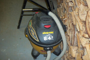 BALAYEUSE SHOP VAC 8 GALLONS
