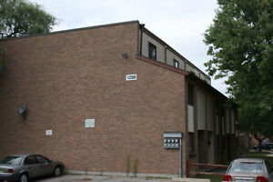 2 bedroom stacked townhouse - Excellent Location