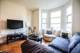 Spacious 3 bedroom house in E3 minutes from Bow Church & Bow Road Underground Station LT REF 2268877