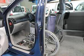 Kia Sedona auto Wheelchair Upfront Automatic Disabled sits next to the driver