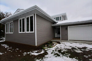 Beautifully Renovated Acreage!