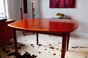 Mid Century / Vintage / Teak / Danish Tables at Retrospekt
