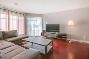 "Brossard ""C"" district, Large 4 1/2 with 2 parking available Now!"
