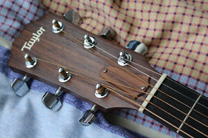 Great condition Taylor 210 for sale